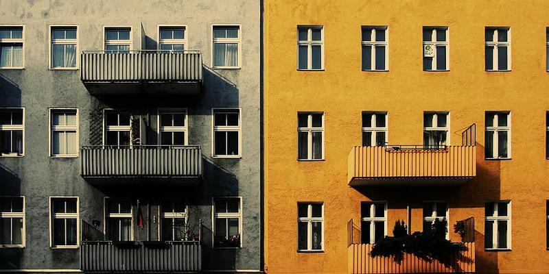 antes y despues de rehabilitación de un edificio