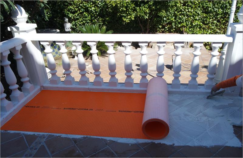sistema de impermeabilización y desolidarización Schlüter-DITRA en una terraza