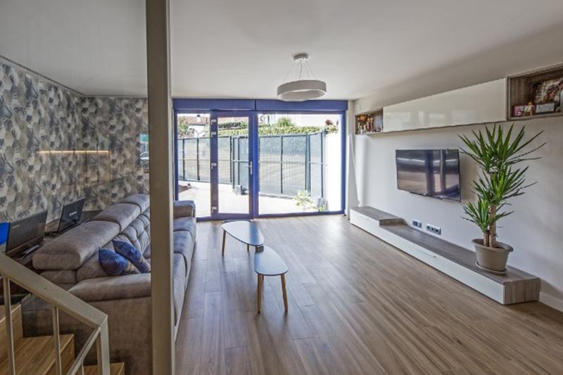Planta baja, salón vivienda sita en Calle Iturralde y Suit 4, Pamplona
