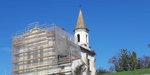 Rehabilitación energética de la cubierta de la Iglesia de la Cadellada en Oviedo con el Sistema Integral Onduline