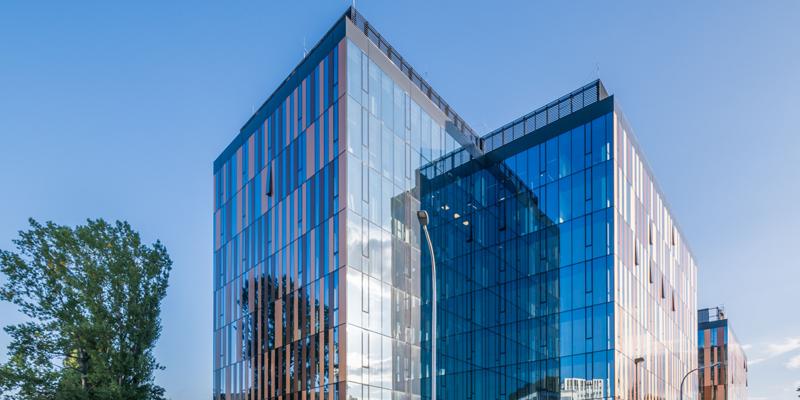 edificio con vidrio agc
