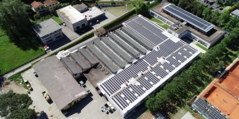 Renolit Alkorplan renueva la cubierta de una nave en Suiza que alberga una instalación fotovoltaica