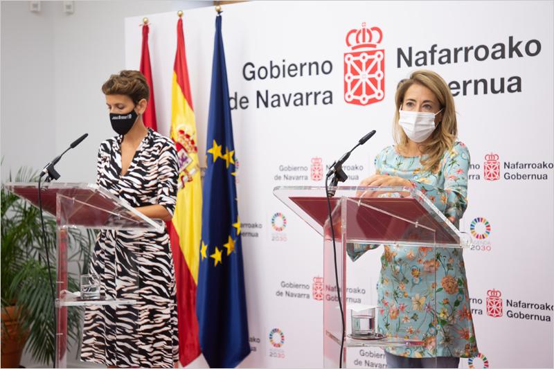 La presidenta de Navarra, María Chivite, y la ministra de Transportes, Raquel Sánchez
