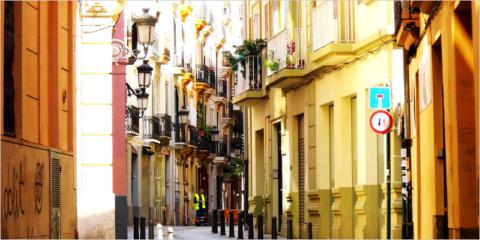 La Generalitat Valenciana busca soluciones para ampliar espacios exteriores en edificios de viviendas