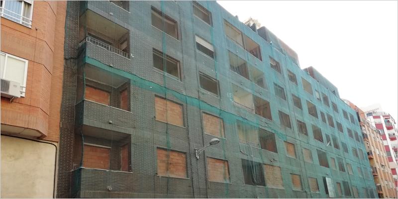 dificio de viviendas de la calle Santa Cruz de Tenerife de Castelló de la Plana